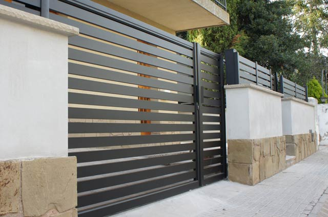 Puertas y tancas de jard n for Vallas de aluminio para jardin